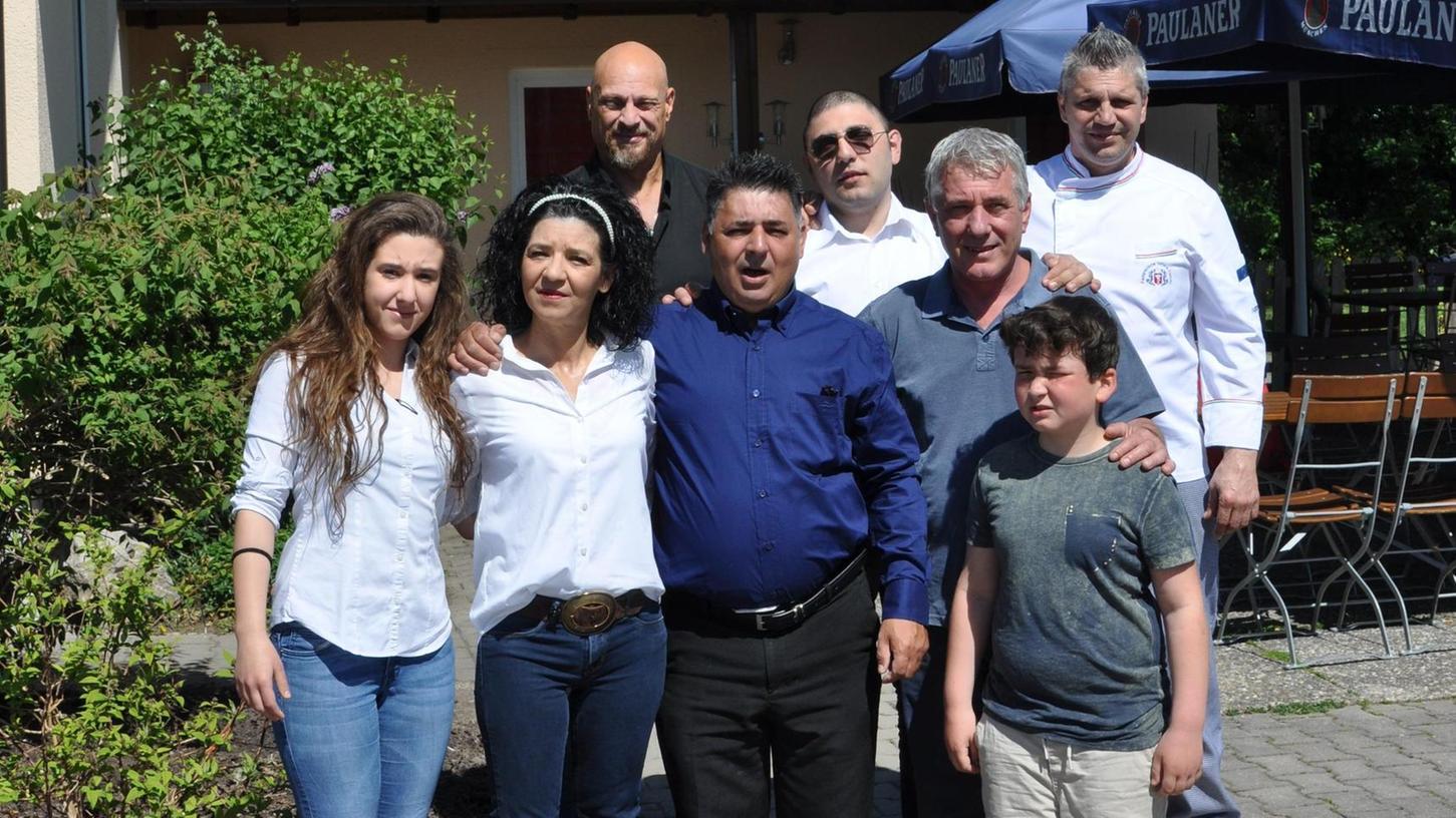 Franco Conocchia (blaues Hemd) und sein Team servieren im Ristorante Quattro Angeli italienische Spezialitäten.