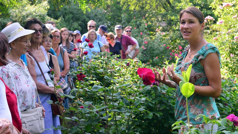 Das Aromagartenfest der Universität hat die Naturfreunde wieder massenhaft in die idyllisch gelegene Anlage an der Schwabach gelockt. Von Nektar, Duft und Farbe erzählte Katrin Simon.