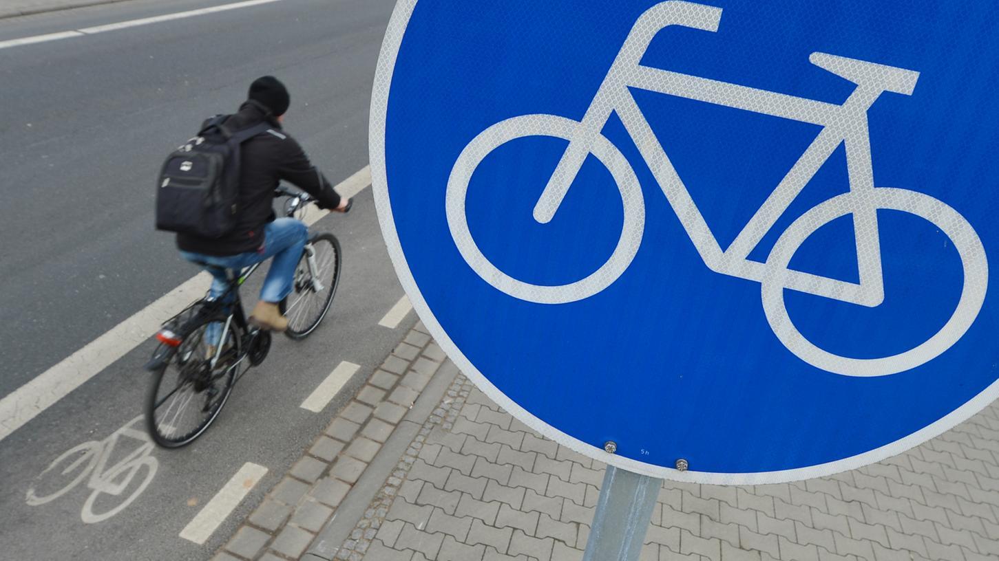 Das Radwegenetz in Nürnberg hat große Lücken, teils ist es für Radler lebensgefährlich an großen Straßen zu fahren