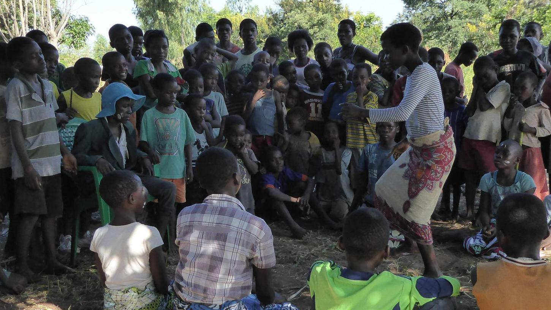 """Beim monatlichen sogenannten """"Childrens Corner"""" werden Kinder und Jugendliche über die Erkrankung Aids und die Ansteckung aufgeklärt."""