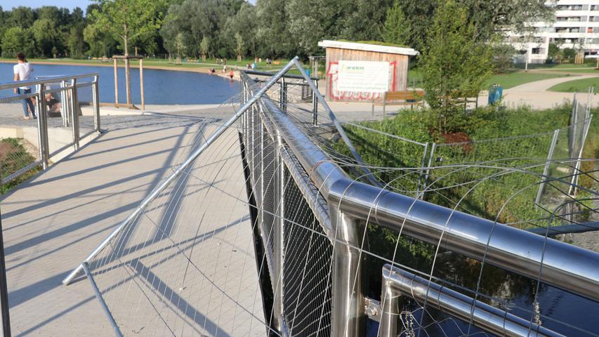 Spaziergänger an der noch gesperrten Norikusbucht; Wöhrder See, außen, Norikus, gesperrt