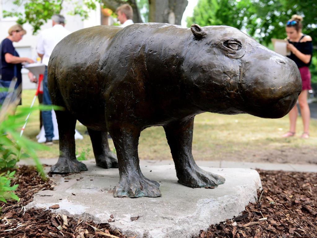 Sie ist wieder hier, in ihrem Revier: 1990 hielt Elsbeth nicht nur Fürth, sondern die ganze Republik in Atem. Die Skulptur, die an das Zwergflusspferd erinnert, steht jetzt am Pegnitzgrund.