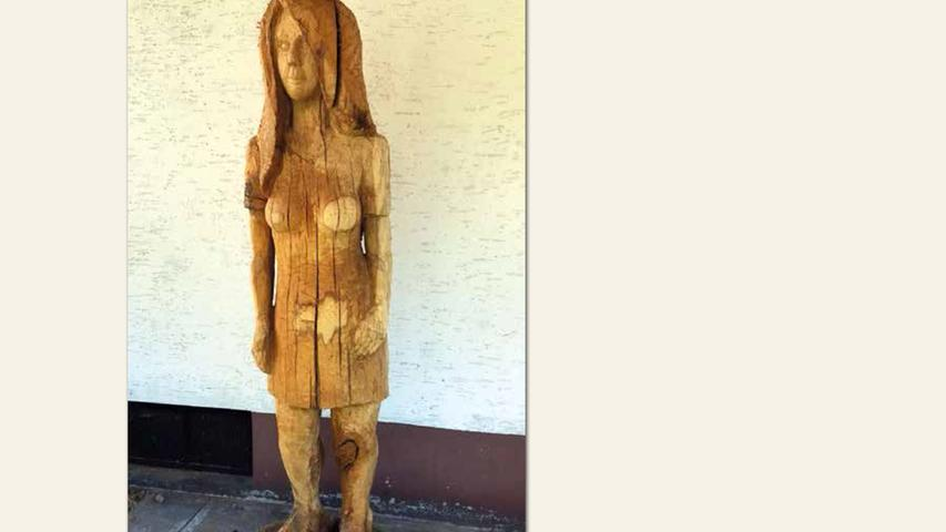 geb. 1959 in Schwabach lebt in Schwabach Suzie Q. (2017) 210 x 50 cm Skulptur, Eichenholz