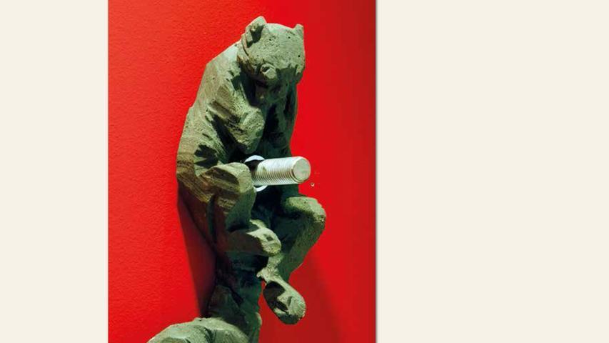geb. 1969 in Bamberg lebt in Nürnberg Ich bin befestigt (2016) Höhe 32 cm Betonguss und Eisen Edition 3/9