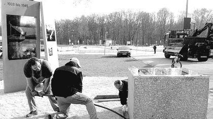 Und das einzige steinerne Relikt des Stadions, der Grundstein, lag bis 2001 von Grünpflanzen überwuchert in einem Waldgelände neben der Messe. Für den Bau der Messe-Parkhäuser musste der Stein entfernt werden und kam in ein städtisches Depot. Nur mit Mühe konnten die städtischen Mitarbeiter damals den zentnerschweren Grundstein in die Waage bringen. Inzwischen liegt der Granitblock mit einer durchsichtigen Erläuterungstafel an der Ecke Große Straße/Alfred-Hensel-Weg und erinnert an die wahnsinnigen Pläne für das NS-Stadion.
