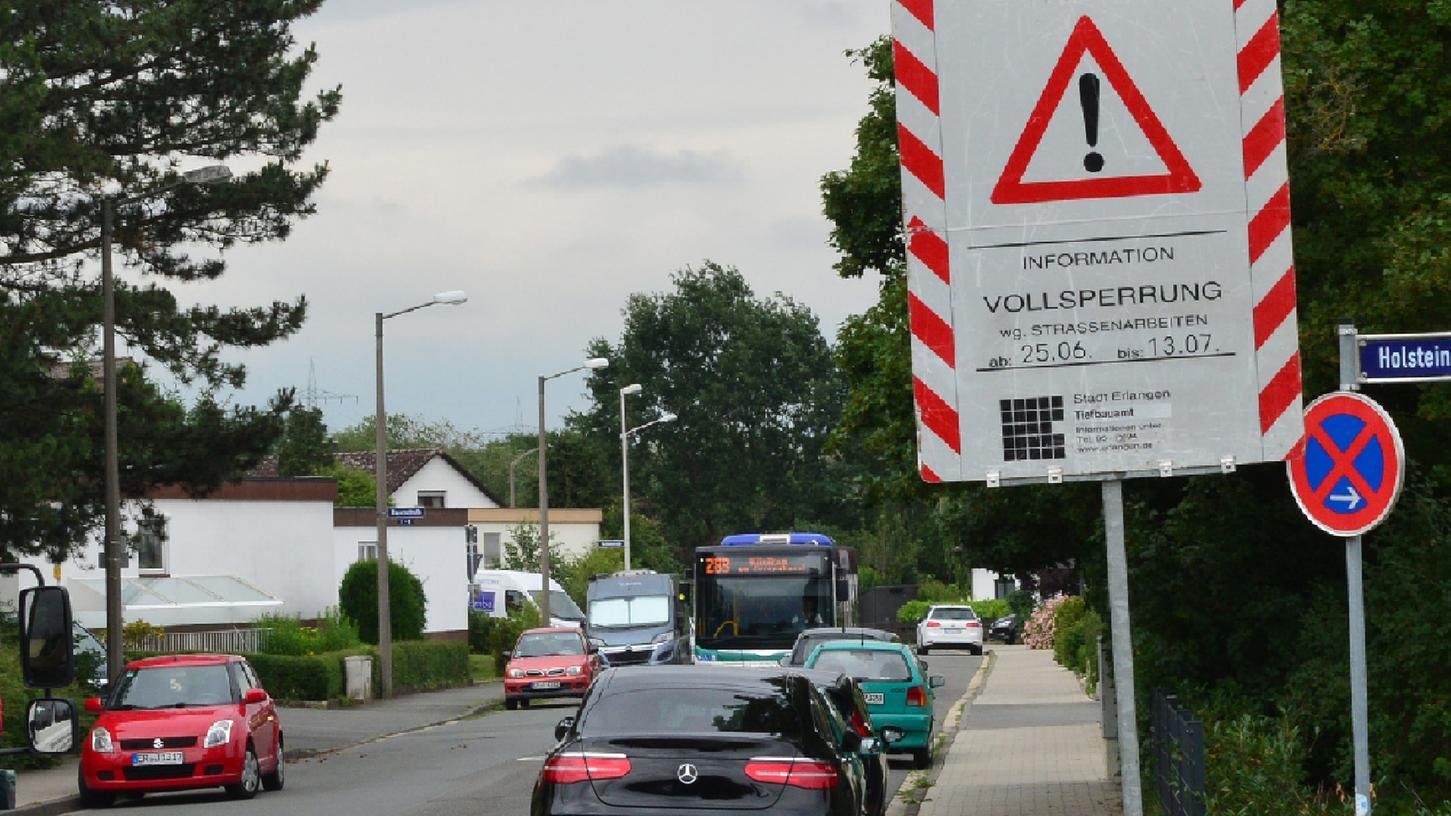 Die Fahrbahndecke der Bayernstraße wird saniert, darum wird sie vom 25. Juni bis 13. Juli komplett gesperrt. Das hat bei den Anwohnern erheblichen Protest ausgelöst..Foto: Klaus-Dieter Schreiter