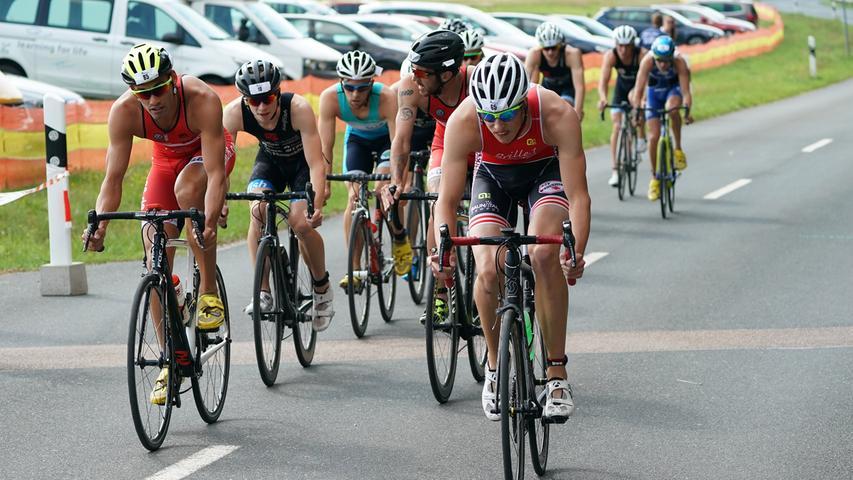 Foto : Salvatore Giurdanella (giu) / 16.06.2018 / wirecenter am..motiv : 30. Memmert Rothsee Triathlon ..Samstag 2. Bundesliga Männer ..Radfahren....Rothseetriathlon2018