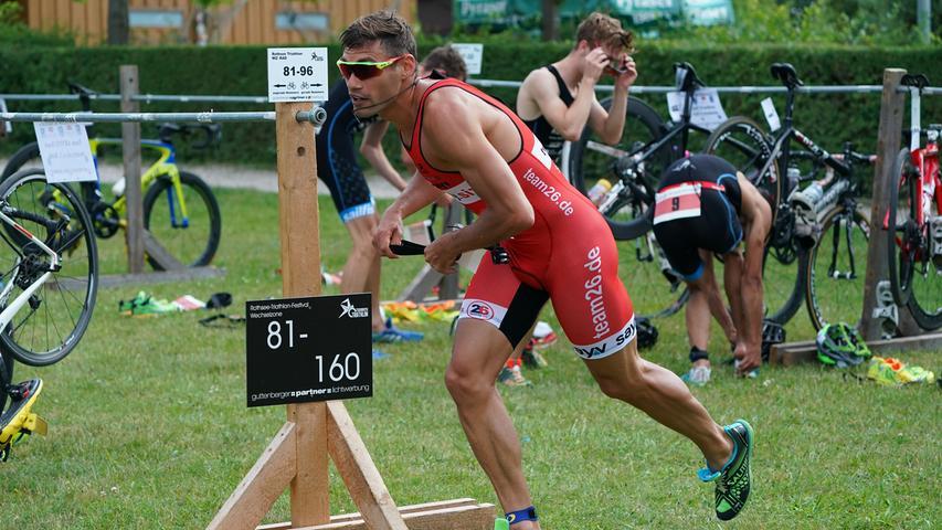Foto : Salvatore Giurdanella (giu) / 16.06.2018 / wirecenter am..motiv : 30. Memmert Rothsee Triathlon ..Samstag 2. Bundesliga Männer ..Wechselzone....Rothseetriathlon2018