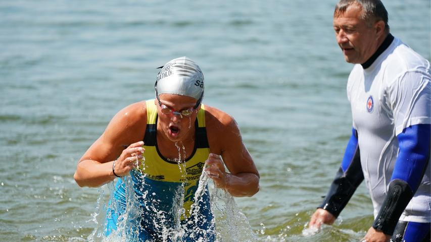 Foto : Salvatore Giurdanella (giu) / 16.06.2018 / wirecenter am..motiv : 30. Memmert Rothsee Triathlon ..Samstag 2. Bundesliga Frauen..Schwimmen....Rothseetriathlon2018