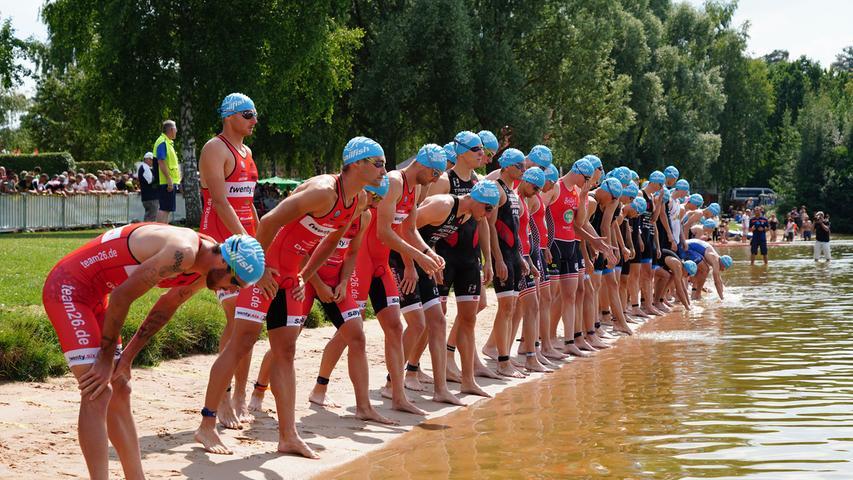 Foto : Salvatore Giurdanella (giu) / 16.06.2018 / wirecenter am..motiv : 30. Memmert Rothsee Triathlon ..Samstag 2. Bundesliga Männer ..Start Schwimmen....Rothseetriathlon2018