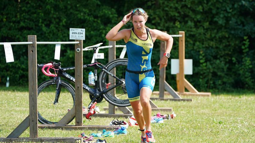 Foto : Salvatore Giurdanella (giu) / 16.06.2018 / wirecenter am..motiv : 30. Memmert Rothsee Triathlon ..Samstag 2. Bundesliga Frauen..Wechselzone....Rothseetriathlon2018