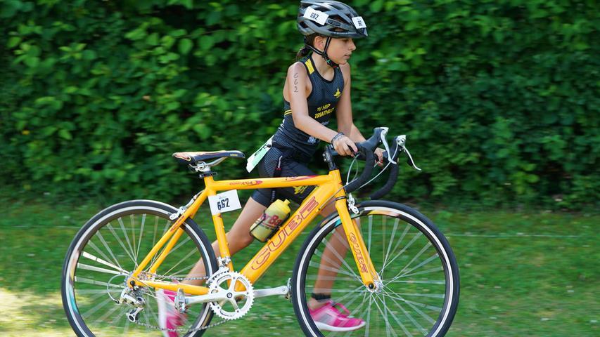 Foto : Salvatore Giurdanella (giu) / 16.06.2018 / wirecenter am..motiv : 30. Memmert Rothsee Triathlon ..Samstag Schüler Jugend ..Radfahren....Rothseetriathlon2018