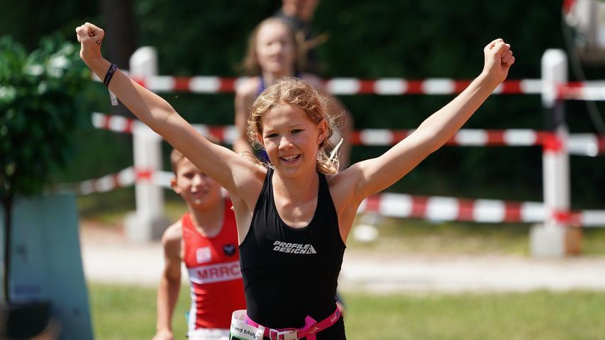 Foto : Salvatore Giurdanella (giu) / 16.06.2018 / wirecenter am..motiv : 30. Memmert Rothsee Triathlon ..Samstag Schüler Jugend ..Laufen....Rothseetriathlon2018