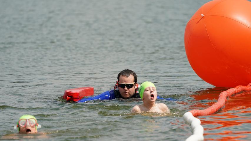 Foto : Salvatore Giurdanella (giu) / 16.06.2018 / wirecenter am..motiv : 30. Memmert Rothsee Triathlon ..Samstag Schüler Jugend ..Schwimmen....Rothseetriathlon2018