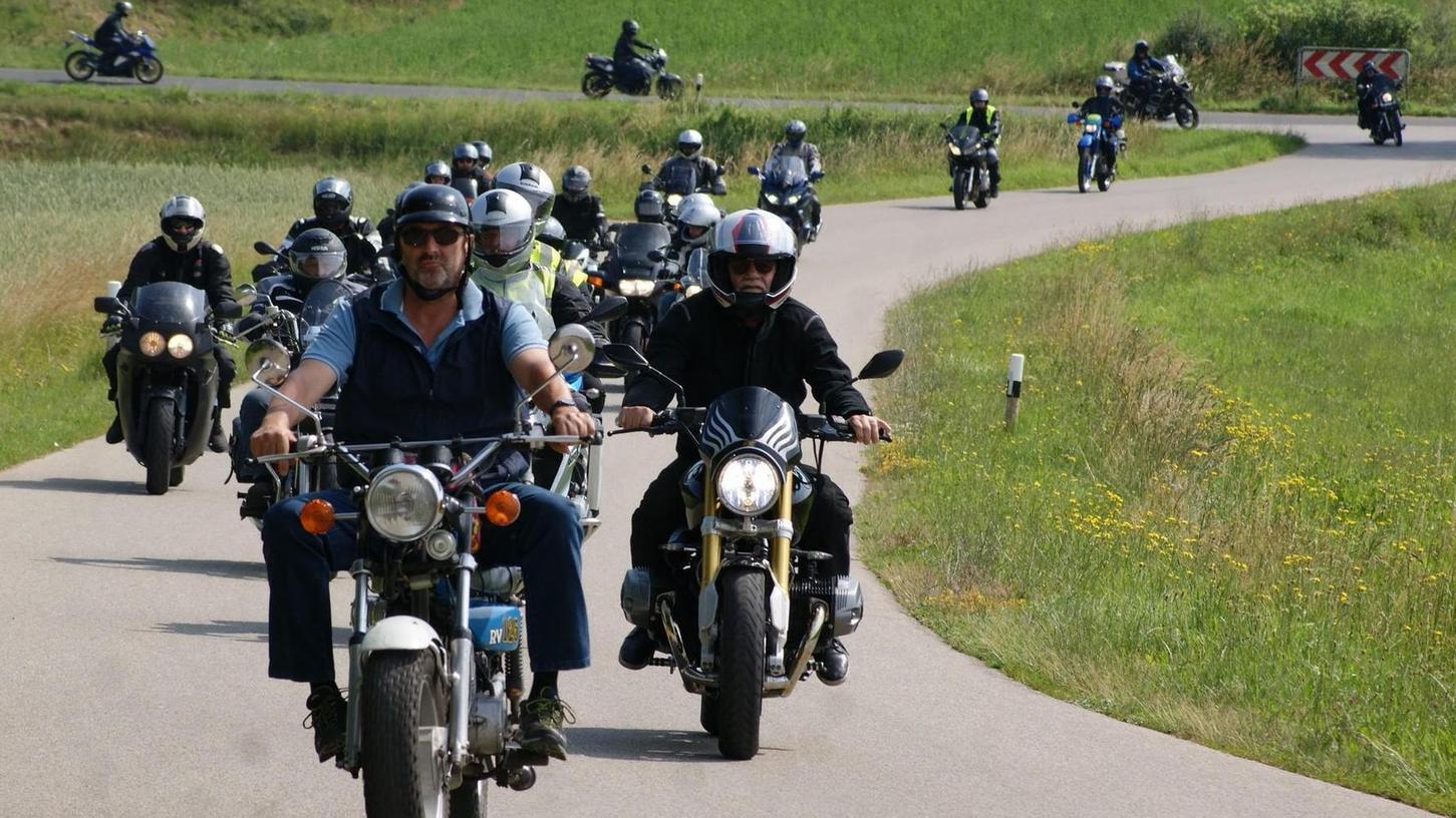 Mit rund 250 Motorrädern sind die Besucher gekommen.
