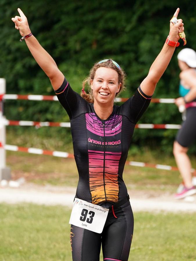 Die Zirndorferin Lena Gottwald hätte das gerne als Siegerpose gesehen, freute sich aber auch über den dritten zweiten Platz.
