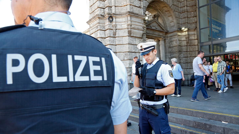 In der Königstorpassage ist es ungemütlich geworden, heute trifft sich die Szene vor dem Mittelportal des Hauptbahnhofs - dort ist jetzt immer häufiger die Polizei für Kontrollen.