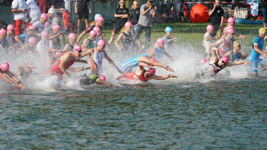 Foto : Salvatore Giurdanella (giu) / 16.06.2018 / wirecenter am..motiv : 30. Memmert Rothsee Triathlon ..Sonntag ..Schwimmen Start....Rothseetriathlon2018; Hauptlauf