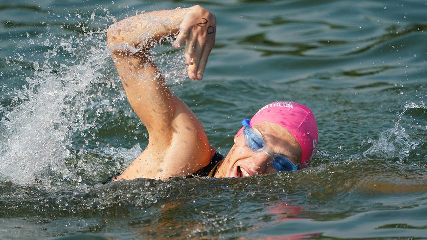 Foto : Salvatore Giurdanella (giu) / 16.06.2018 / wirecenter am..motiv : 30. Memmert Rothsee Triathlon ..Sonntag ..Schwimmen....Rothseetriathlon2018; Hauptlauf