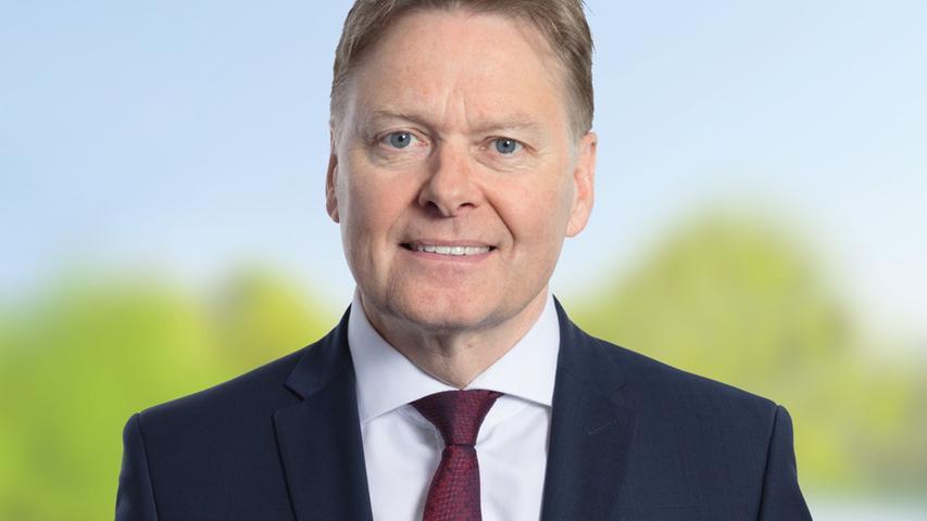 Der 57-jährige Diplom-Verwaltungswirt Norbert Dünkel zieht in den 18. Bayerischen Landtag ein. Er erhielt im Stimmkreis Nürnberger Land 37,19% der Stimmen.