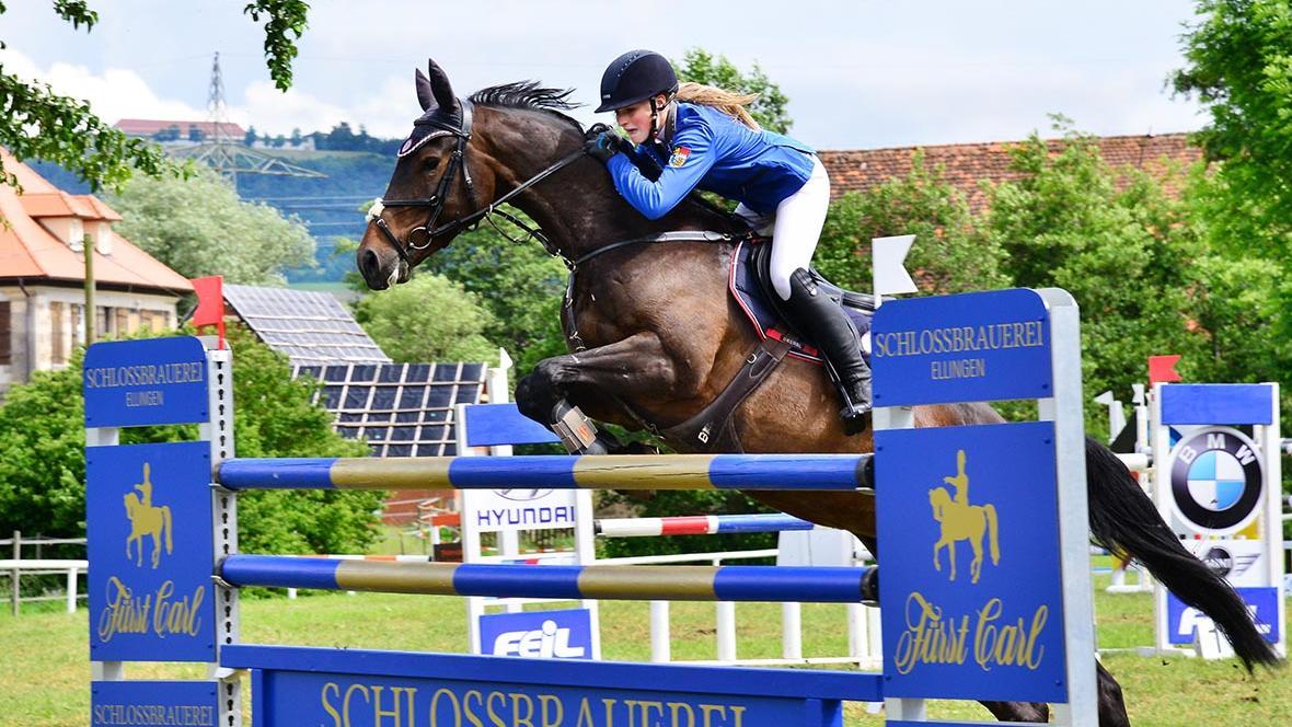 Erfolgreichste Reiterin des Turniers: Antonia Schweinesbein vom RSV Zur Freiheit Oberhochstatt war in den M-Springen nicht zu schlagen.