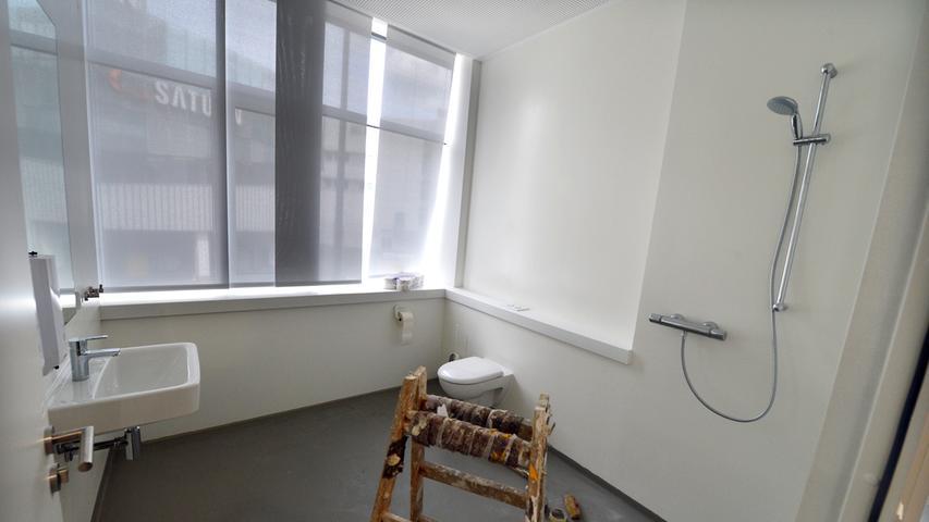 Das neue Landratsamt ist bezugsfertig. Im Bad des Landrats wird noch gearbeitet.. Foto: Klaus-Dieter Schreiter.
