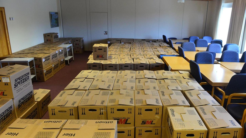 6600 Umzugskisten hatten die 370 Mitarbeiterinnen und Mitarbeiter des Landratsamtes gepackt. Den Transport selbst nahmen dann die Profis des Umzugsunternehmens Spitzer aus Mosbach vor, die mit 40 Mitarbeitern alles in Lkw verlud, um sie an ihren Bestimmungsort in die Nägelsbachstraße 1 zu transportieren.