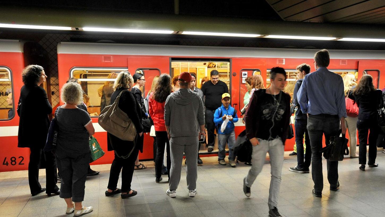 Der öffentliche Nahverkehr in Nürnberg wird immer wieder kritisiert, aber auch viel genutzt: Rund 152 Millionen Fahrgäste nutzen U-Bahnen, Busse und Straßenbahnen im Jahr.