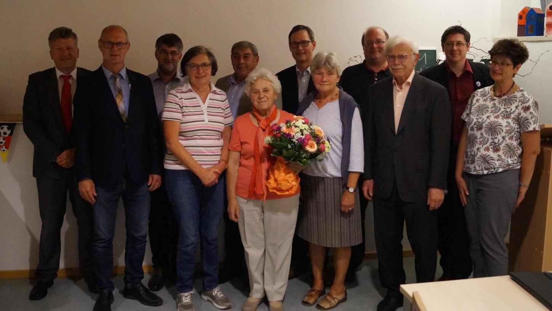 Der neue Vorstand der Caritas-Sozialstation Neumarkt und diejenigen Mitglieder, die bei der jüngsten Versammlung verabschiedet wurden.