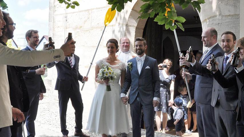 Die Hochzeitsglocken der St. Jakobus-Kirche in Heng haben für Stefan und Ute Schedl, geborene Feilner, geläutet. Den kirchlichen Segen spendete in einem feierlichen Gottesdienst Pfarrer Markus Fiedler. Die