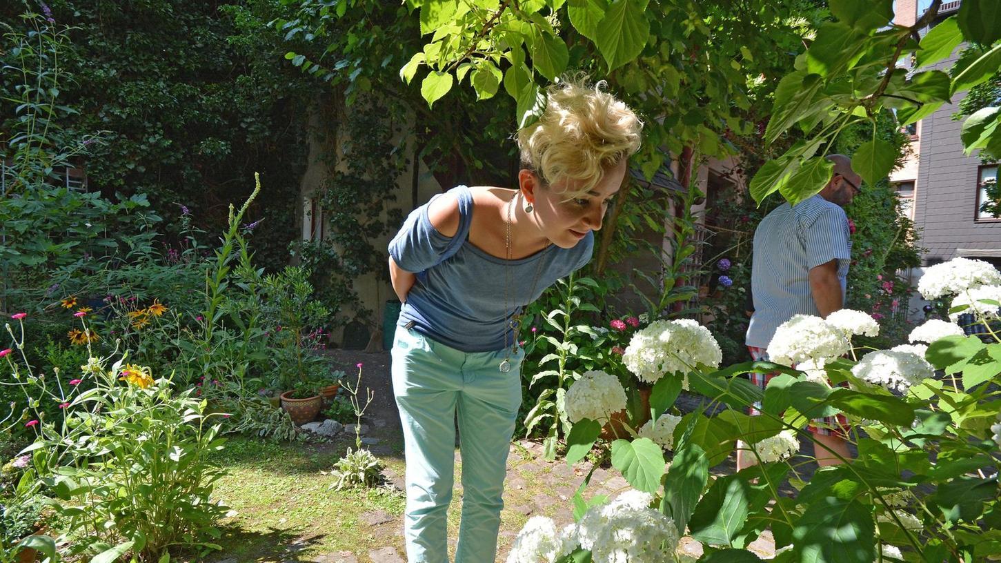 """In der Karolinenstraße 30 liegt dieses Idyll, das heuer — sicherlich nicht zu Unrecht — unter dem Namen """"Gartenhof"""" aufgelistet ist. Neben ihm öffnen weitere 50 Höfe ihre Türen für Besucher."""