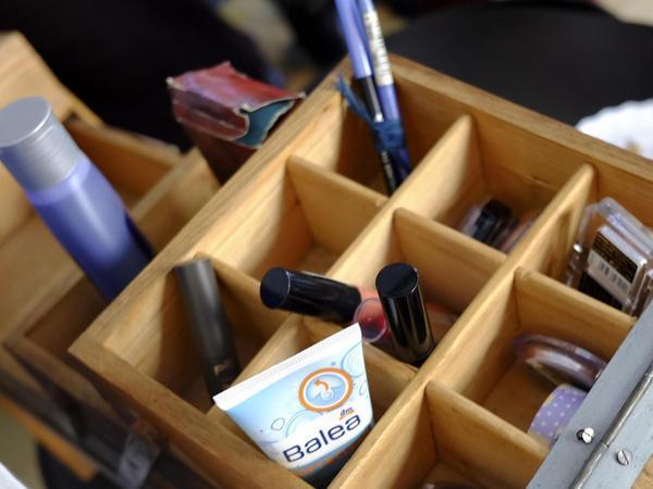 Neben Kleidung und Schuhen sind zum Beispiel auch fast unverbrauchte Kosmetikartikel willkommen. De Geare