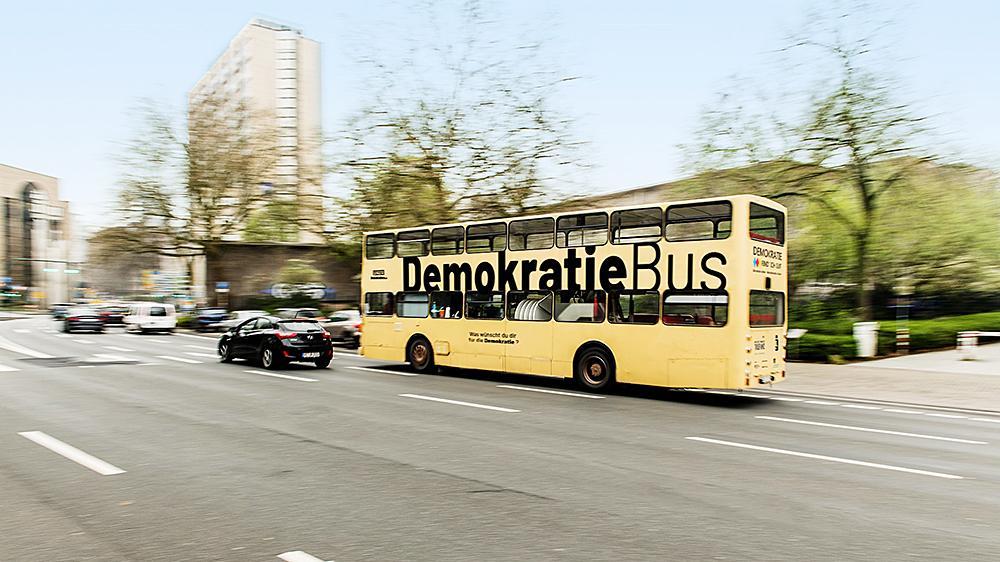 Auf dem Weg nach Weißenburg: Der Demokratiebus macht am kommenden Dienstag auf dem Marktplatz Station. Die offizielle Eröffnung mit Grußworten von Dekanin  Ingrid Gottwald-Weber und Oberbürgermeister Jürgen Schröppel ist um 13 Uhr.