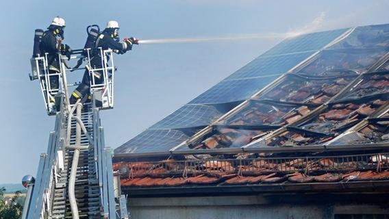 Großeinsatz in Hundsdorf: Wohnhaus brannte lichterloh