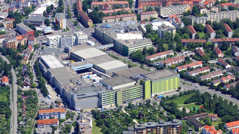 Denkfabrik statt Eisproduktion: Das alte Schöller-Areal am Nordwestring (im Bild) ist ein heißer Kandidat als Standort für den neuen Campus der Erziehungswissenschaftler. Für die Stadt ist die Nähe zur Ringbahn reizvoll, weil sie sich ohnehin eine Verlängerung nach Fürth wünscht.