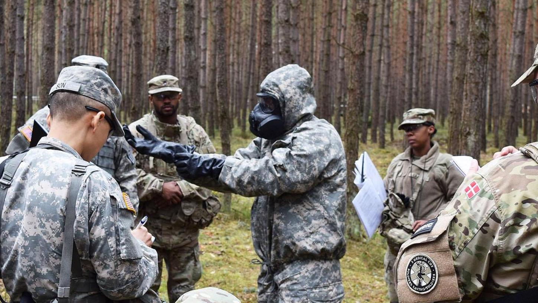 In Grafenwöhr werden auch Soldaten des medizinischen Personals für Spezialeinsätze, etwa gegen chemische Kampfstoffe, trainiert.