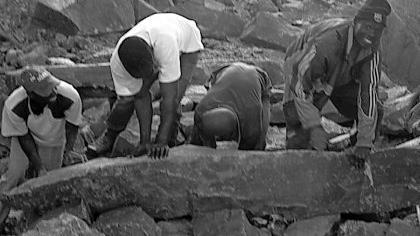 Der Rohling stammt aus einem afrikanischen Steinbruch: In Rednitzhembach wird ihn die Künstlerin Ronika Tandis zu einer Skulptur veredeln.