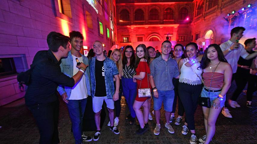DATUM: 21.07.2018..RESSORT: Lokales ..FOTO: Horst Linke ..MOTIV: Rathaus-Clubbing..