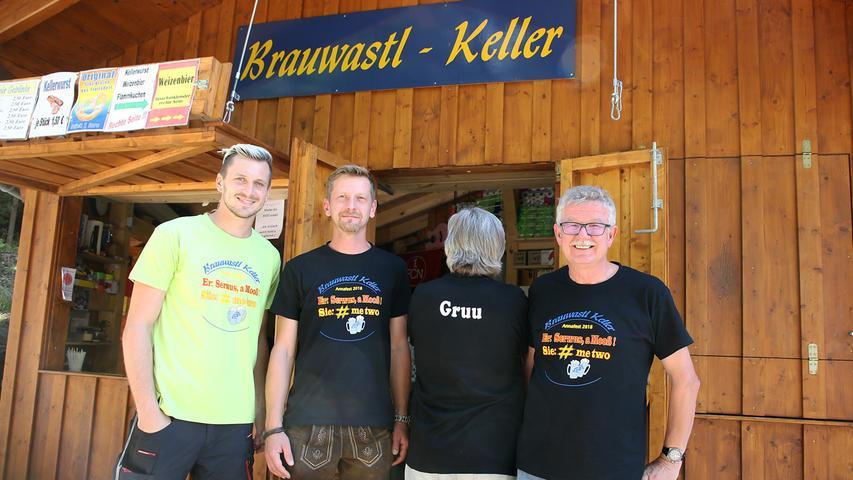 Annafest 2018 im Kellerwald Forchheim; Fest; Bier;..Firmen- und Behördentag am Annafest Mittwoch; T-Shirt von Brauwastl-Keller..Foto: (c) RALF RÖDEL / NN (25.07.18)