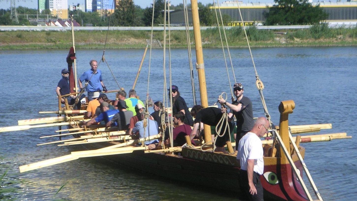 Fast wie vor 2000 Jahren: Unter der Leitung von Professor Boris Dreyer wurde in einjähriger Arbeit dieses Patrouillenboot nach römischem Vorbild gebaut. In diesen Tagen tritt die Mannschaft die Reise Richtung Schwarzes Meer an.