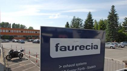 Schon im Oktober will der Faurecia-Konzern das Werksgelände an der Herboldshofer Straße in Stadeln räumen. Die Beschäftigten hatten bis zuletzt auf den Erhalt ihrer Arbeitsplätze in Fürth gehofft.