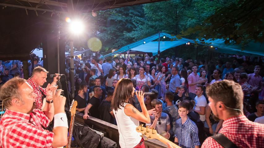 Annafest 2018 im Kellerwald Forchheim; Fest; Bierfest; Musik; Hier Best of Band am Neder-Keller..Foto: (c) RALF RÖDEL / NN (27.07.18)