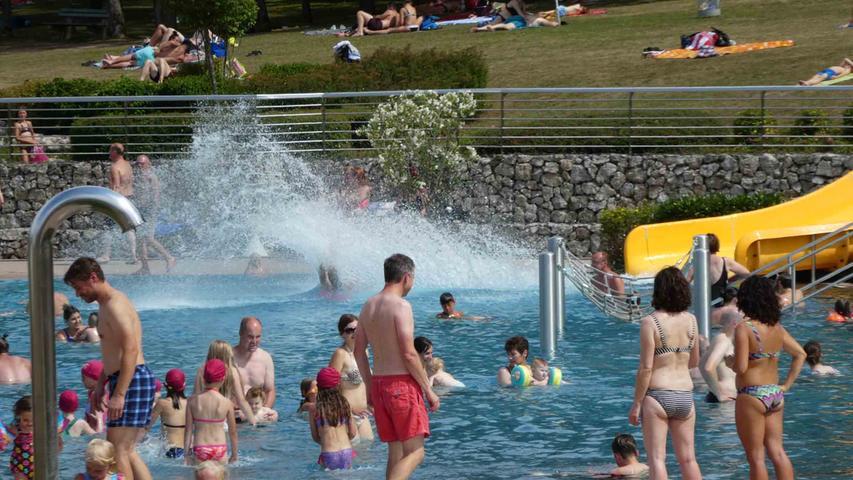 Golf, Tischtennis oder einfach nur Schwimmen: Im Neustädter Waldbad ist den Wasserratten einiges geboten.Geöffnet ist täglich von 12 bis 19 Uhr. Infos zu den Hygienemaßnahmen erhalten Sie hier.