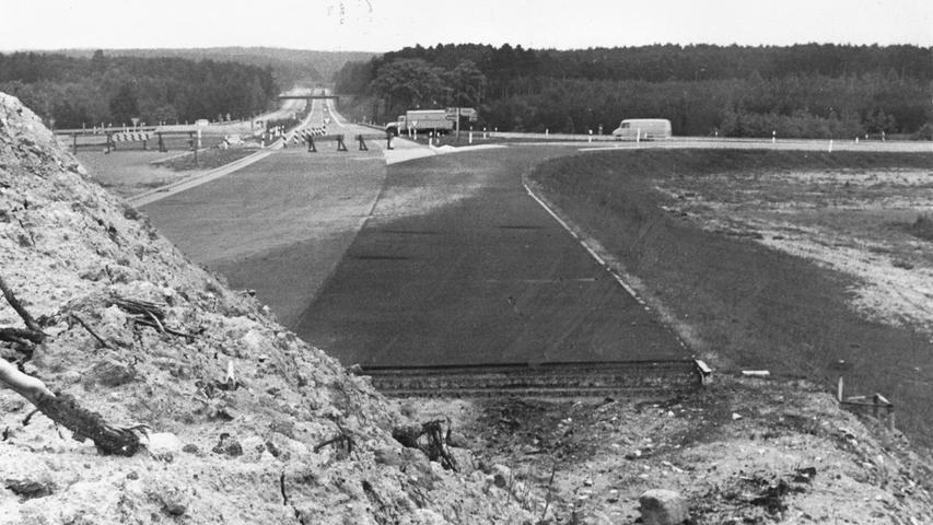 75 Meter lang ist die Verlängerung der Autobahn bei Schwabach auf diesem historischen Foto aus dem Jahr 1969 erst, doch vier Jahre später reicht sie schon bis Lichtenau.