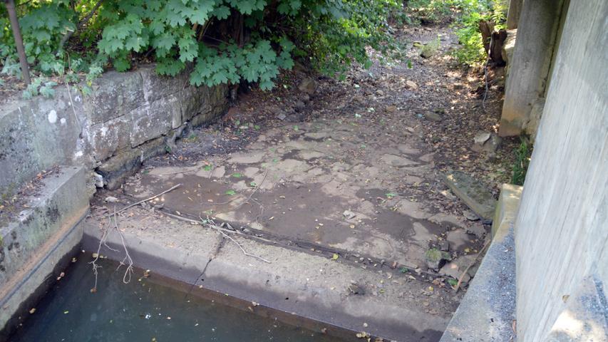 Dürre und defekter Düker legen in Pegnitz Karstwunder trocken