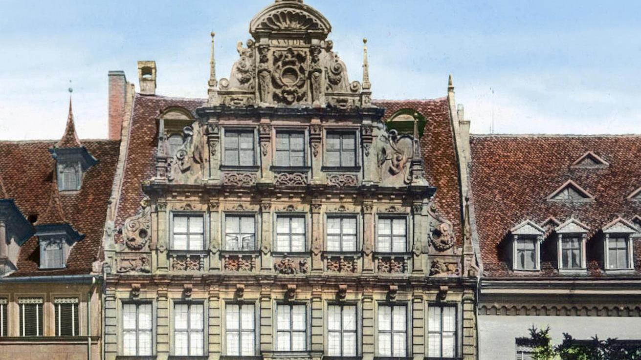 Diese Aufnahme des historischen Pellerhauses entstand vor 1900. Die Jalousien sind nicht vom Originalbau aus dem Jahr 1605.