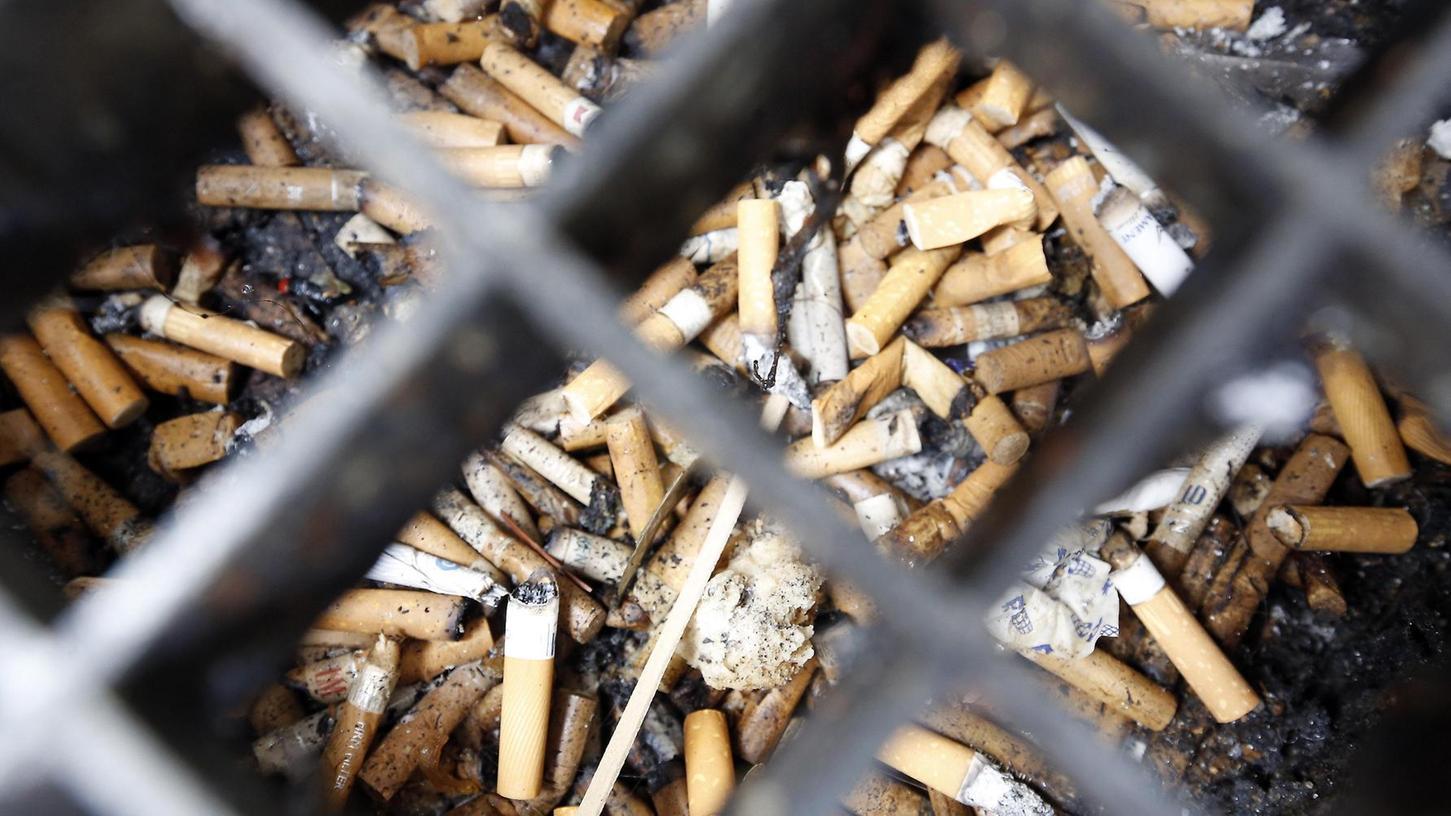 Sie sind überall, in jeder Ritze: Zigarettenkippen.