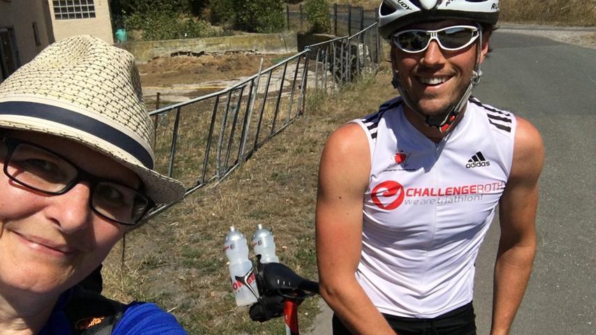 Dieser blitzschnelle Rennradfahrer nimmt sich auf mein Winken hin tatsächlich Zeit für zwei Minuten Plausch.