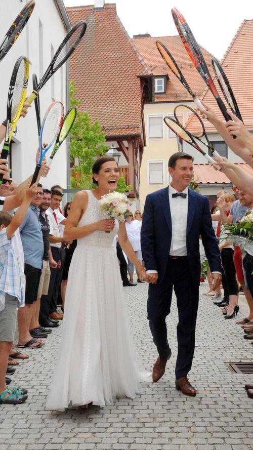 Für sie war das Tennisnetz verbindend statt trennend: Vor sechs Jahren haben sich der Neumarkter Thorsten Beck und die Freystädterin Sandra Kunert auf dem Tenniscourt kennengelernt. War es ein