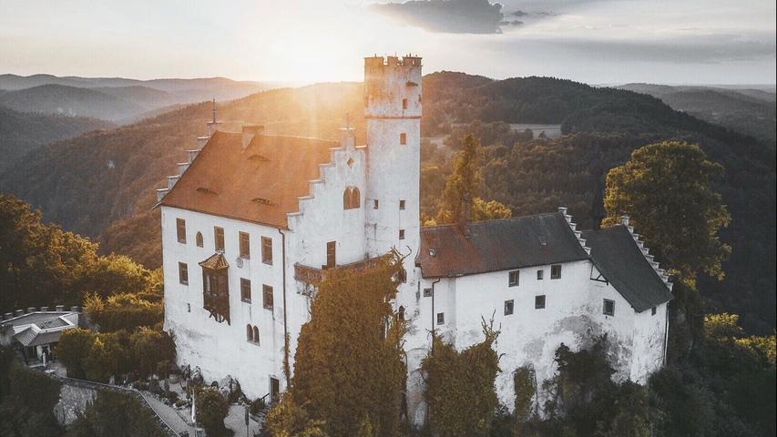 Patrick Monatsberger setzt auf seinem Instagram-Account die Burg Gößweinstein sowie Landschaften und Natur in Szene und hat 266.000 Abonnenten.